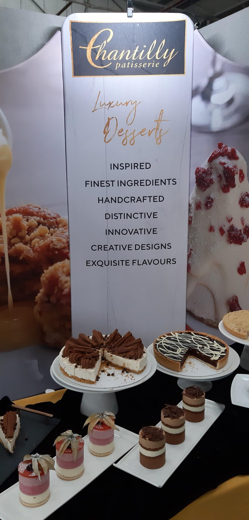 chantilly-patisserie-display-signage